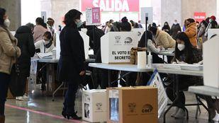 La comunidad ecuatoriana madrileña vota en el Palacio de Cristal al futuro presidente de Ecuador