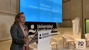 Nieves Segovia en la presentación de los manuscritos de de Camilo José Cela.