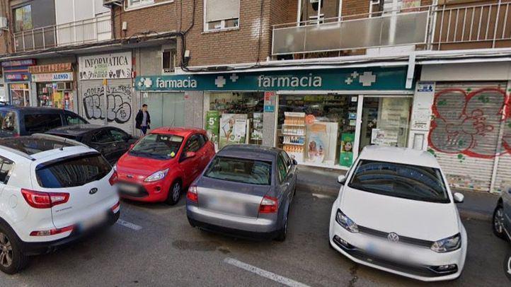 Un ladrón corta un dedo a una dependiente durante el asalto a una farmacia en el barrio de la Concepción