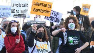 Centenares de personas protestan en Sol por la libertad de expresión