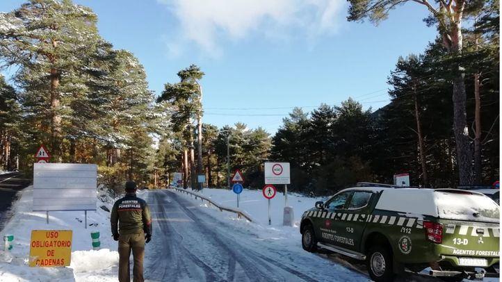 La Comunidad permite entrar a Cercedilla, municipio confinado, para esquiar