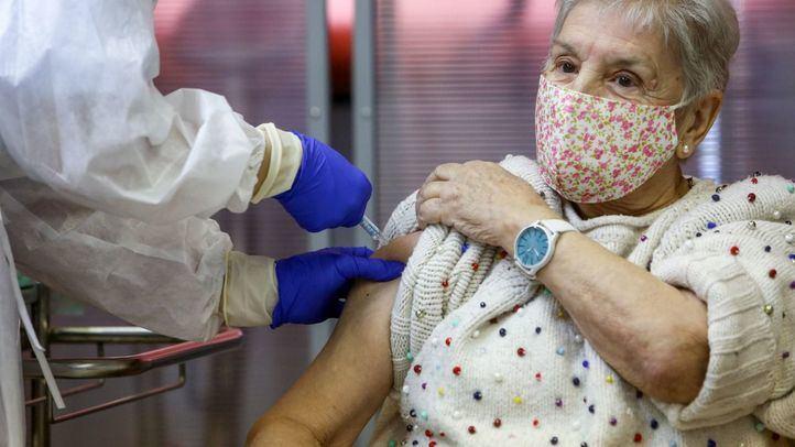 Los casos por Covid-19 en residencias caen más de un 86% tras la vacunación