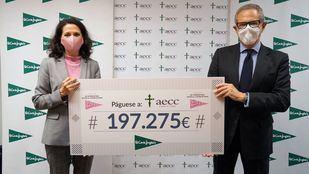 El Corte Inglés entrega 197.275 euros a la AECC para su investigación en el cáncer de mama