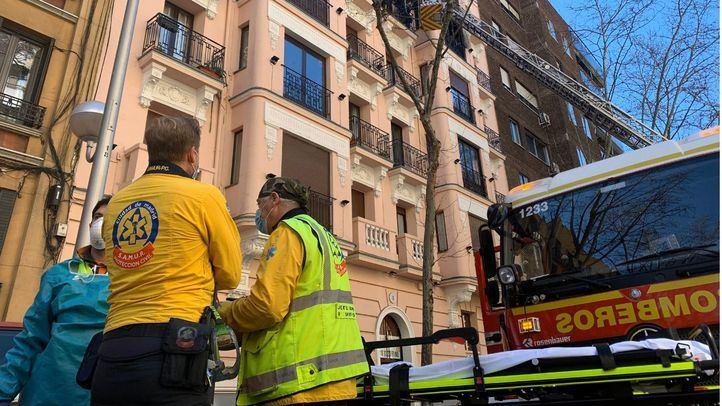 Fallece un hombre de 93 años en un incendio en el Paseo de la Reina Cristina