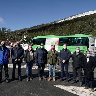 Un bus lanzadera conecta desde este sábado Los Molinos con Valdesquí y Cotos