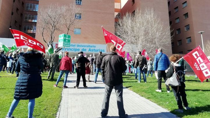 Concentración de sanitarios en el Hospital Príncipe de Asturias de Alcalá de Henares
