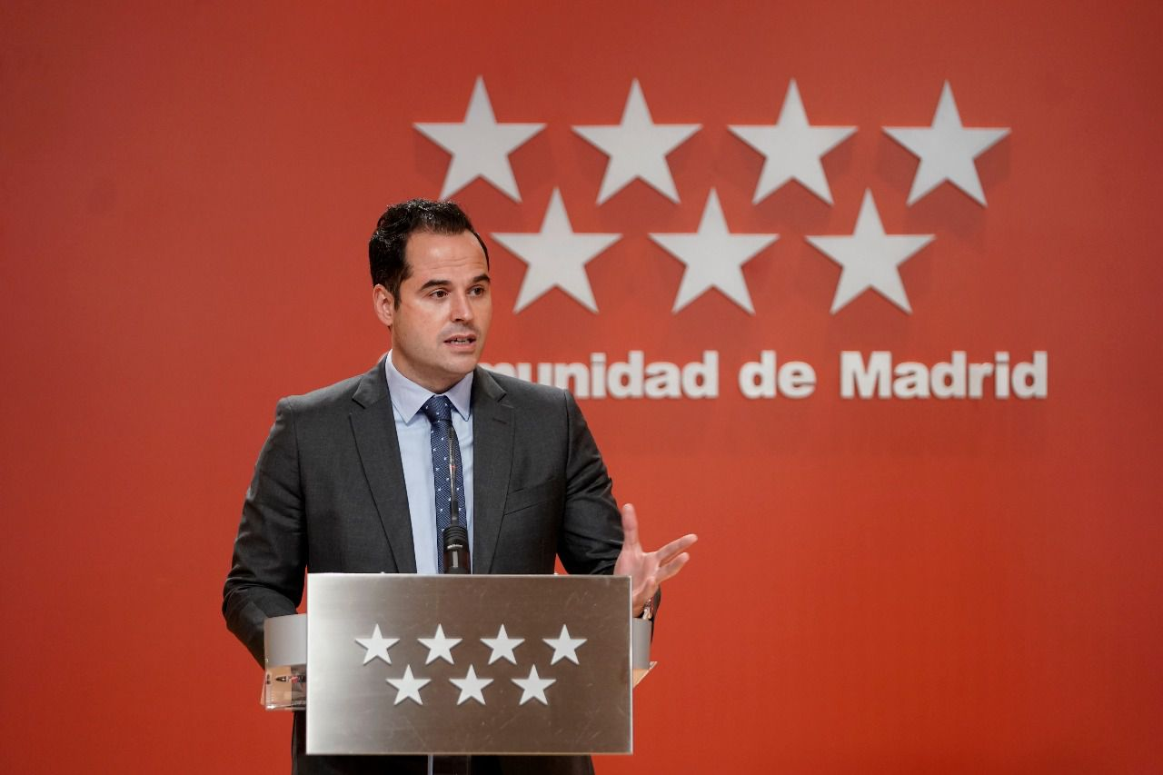 Aguado culpa al Gobierno central de la decisión de Galicia de multar a quienes no se vacunen
