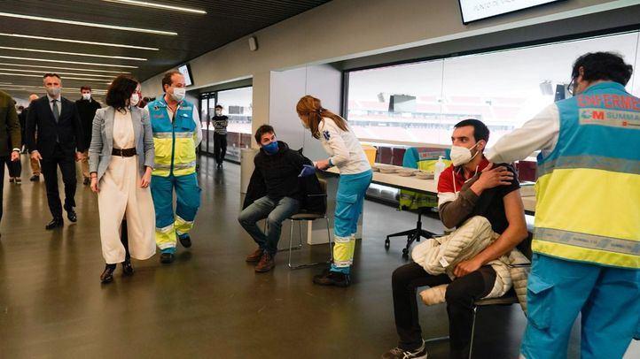 Madrid inoculó ayer 30.000 vacunas a mayores de 80, profesores, cuerpos de seguridad y emergencias