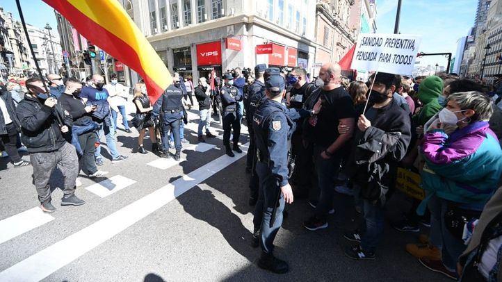 Manifestación a favor de la Sanidad pública en Madrid acaba con enfrentamientos con un grupo de extrema derecha