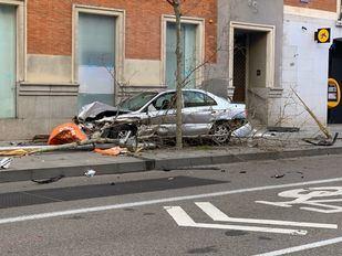 Heridos cuatro policías y otras tres personas al estrellarse un coche durante una persecución