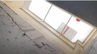 Herido un joven trabajador tras caer desde una piscina a un garaje en una edificio de Opañel