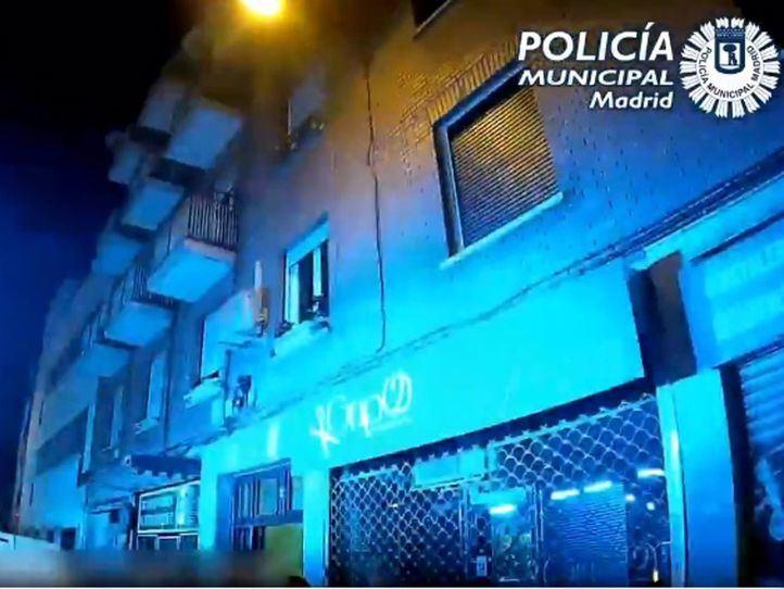 Rescatada de una antena una joven que cayó desde un piso donde había una fiesta ilegal