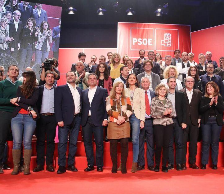 Foto de familia de la militancia socialista.