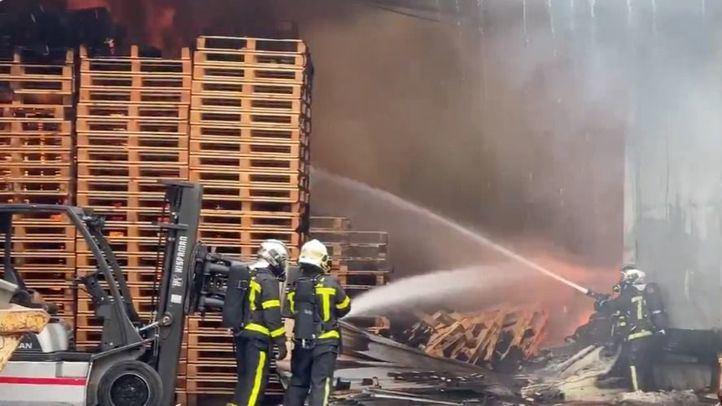 Arde una nave industrial en Torrejón de la Calzada