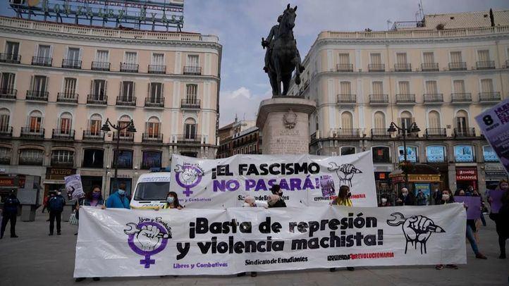 Decenas de estudiantes se concentran en Sol pese a la prohibición de marchas