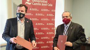 Daniel Truran, representante de la Fundación B Lab Spain, y Emilio Lora-Tamayo, rector de la Universidad Camilo José Cela