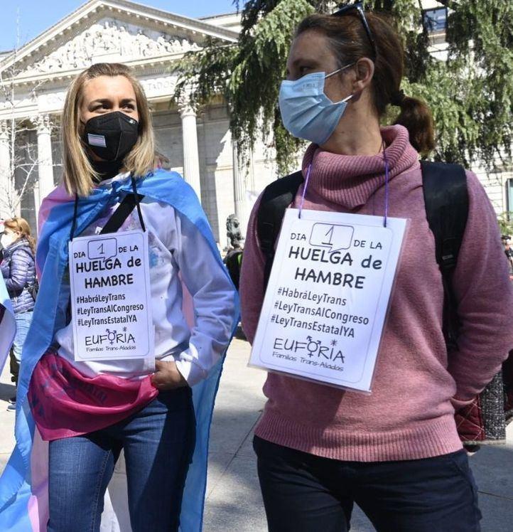 Activistas trans inician una huelga de hambre ante el
