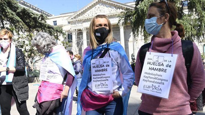 Activistas trans inician una huelga de hambre ante el 'bloqueo' de su ley