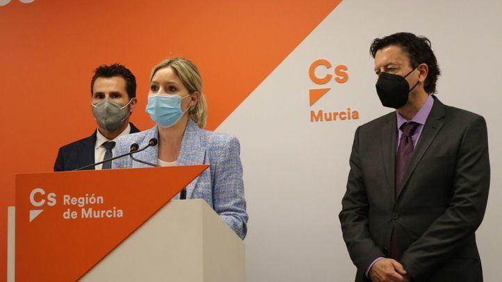 La moción de censura en Murcia sigue adelante: Ciudadanos expulsa a los tres diputados disidentes
