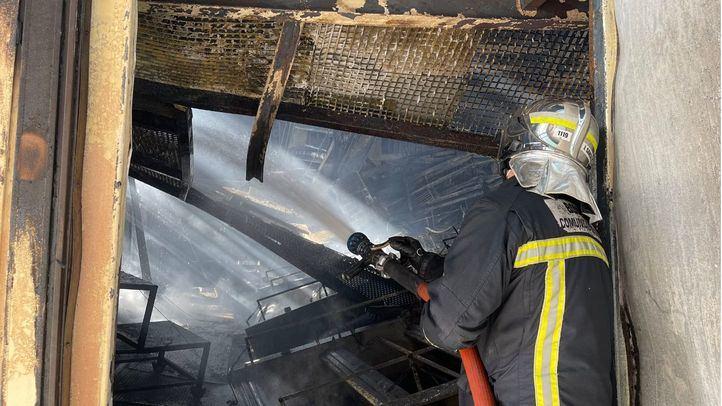 Extinguido el incendio de una nave de empaquetamiento de huevos en Valdemoro