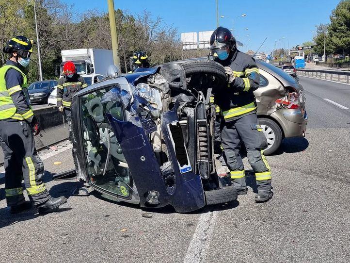 Cinco heridos leves en un aparatoso accidente de dos vehículos en la A-42