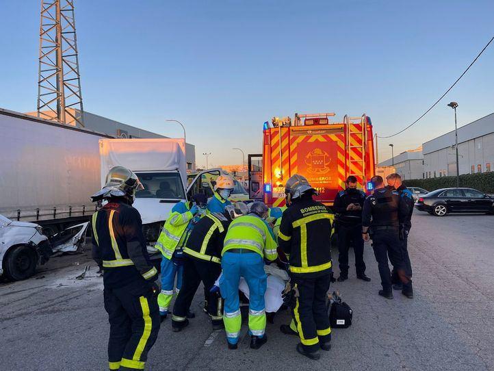 La colisión entre un camión y una furgoneta deja un herido en Getafe