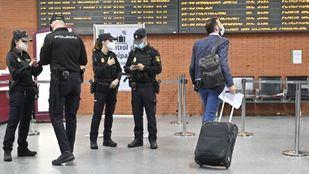Foto de archivo de controles en la estación de Atocha