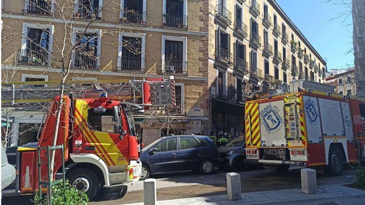 Varios intoxicados en un incendio de una vivienda en el centro