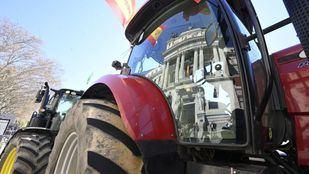 Una tractorada frente al Ministerio de Agricultura pide soluciones para el campo extremeño