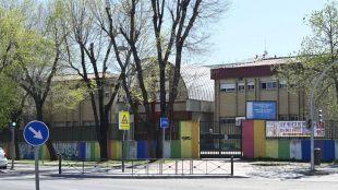 Más Madrid presiona para que el desamiantado de colegios llegue a Usera en verano