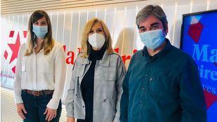 Sofía Miranda y Jorge García Castaño junto a Nieves Herrero en los estudios de Onda Madrid