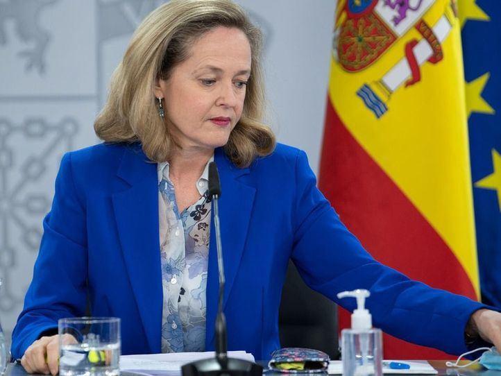 Economía también aprueba la fusión de Caixabank y Bankia: el Estado controlará el 16%
