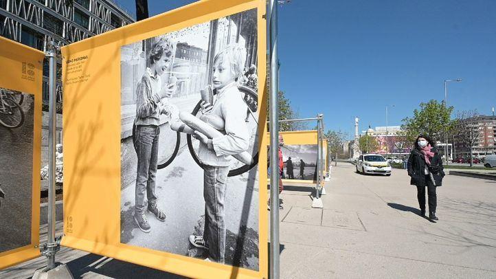 Descubrir Estonia a través de '100 años de fotografía callejera' en el Paseo de Recoletos