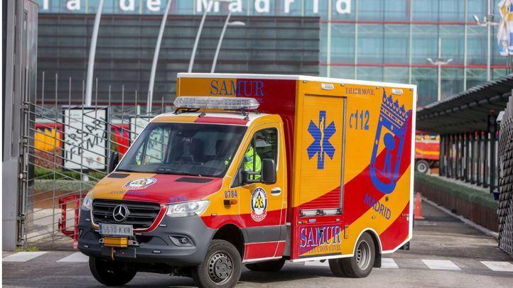 Herida grave una mujer apuñalada por un pasajero en un autobús especial de la EMT