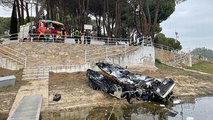Dos embarcaciones arden en el pantano de San Juan