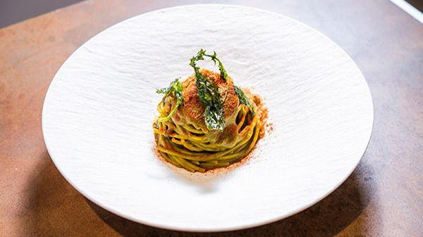 Spaghettoni con crema di cime di rape e briciole di pane croccanti alle acciughe