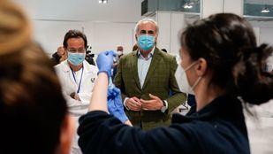Escudero visita las vacunaciones en el Zendal