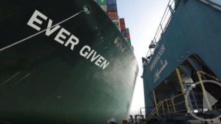 Canal de Suez pedirá 850 millones en compensación tras el bloqueo