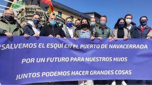 Vox asiste a la concentración por el cierre de las pistas de esquí de Navacerrada