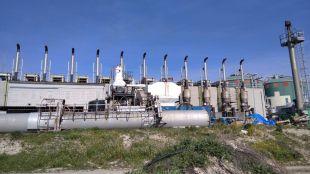 Chimenea de la planta de Biometanización de Pinto en el suelo.