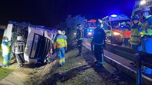 Un camión queda semivolcado al reventar una de sus ruedas en la M-50