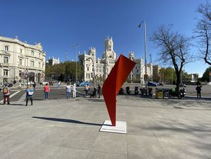 ¿Alguien sabe qué significan estas nuevas esculturas en Madrid?