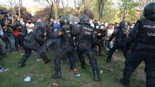 El fotógrafo de Madridiario, entre los 14 heridos en las cargas policiales durante el acto de Vox en la plaza roja