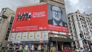 Pancarta desplegada por el PSOE-M en Callao