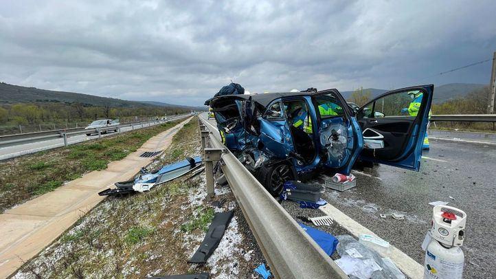 Un accidente múltiple entre cuatro coches en la A1 deja dos heridos de 35 y 19 años