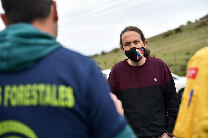 Iglesias critica la 'constante degradación' de servicios públicos y pide reconocer a los Bomberos Forestales