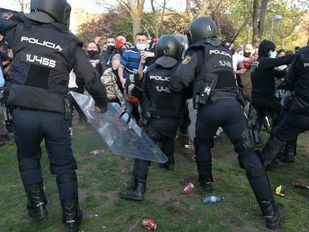 En libertad con cargos el detenido por patear a un policía durante el mitin de Vox