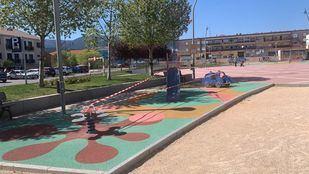 Una vecina de Guadarrama reúne firmas para reabrir los parques infantiles del municipio