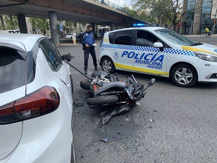 Herido grave un motorista tras ser embestido por un coche