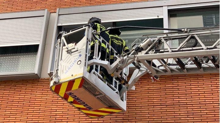 Un incendio en Vallecas deja 13 heridos leves y diez familias realojadas